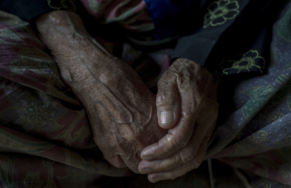 A hand of an oldster in Sukamulya, Bogor, West Java on Saturday (02/03) Some of them is senile and can