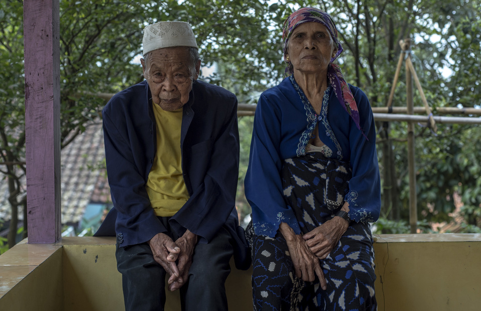 H. Ijum and his wife are the next centenarian seen in Sukamulya, Bogor, West Java on Saturday (02/03) Over the past seven years, Statistics Indonesia recorded life expectancy in Bogor increasing from 70.33 in 2010 become 70.70 in 2017. (JG Photo/Yudha Baskoro)