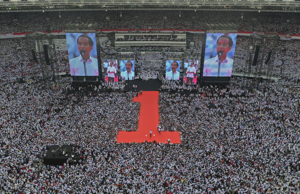 An aerial view during Jokowi-Amin final campaign : Joko Widodo gives speech to his supporters during the lastest great campaign in Gelora Bung Karno stadium on Saturday (13/04) (ANTARA FOTO/Akbar Nugroho Gumay)