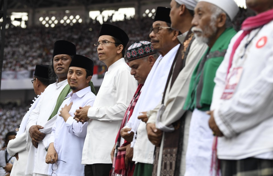 Indonesian muslim clerics gathered at GBK Stadium on Saturday (13/04) They support Jokowi-Amin during 2019 presidential election next week. (ANTARA FOTO/Puspa Perwitasari)