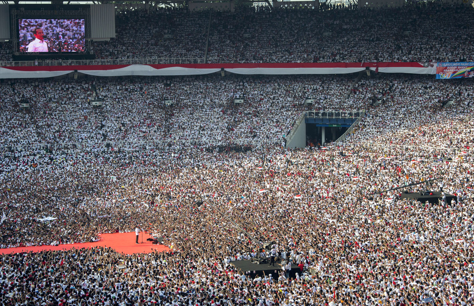Joko Widodo oration in his final campaign in GBK stadium on Saturday (13/04) The Jokowi-Amin supporters filled the stadium maximum capacity, 143,000 people wearing white attire. (ANTARA FOTO/Widodo S Jusuf)