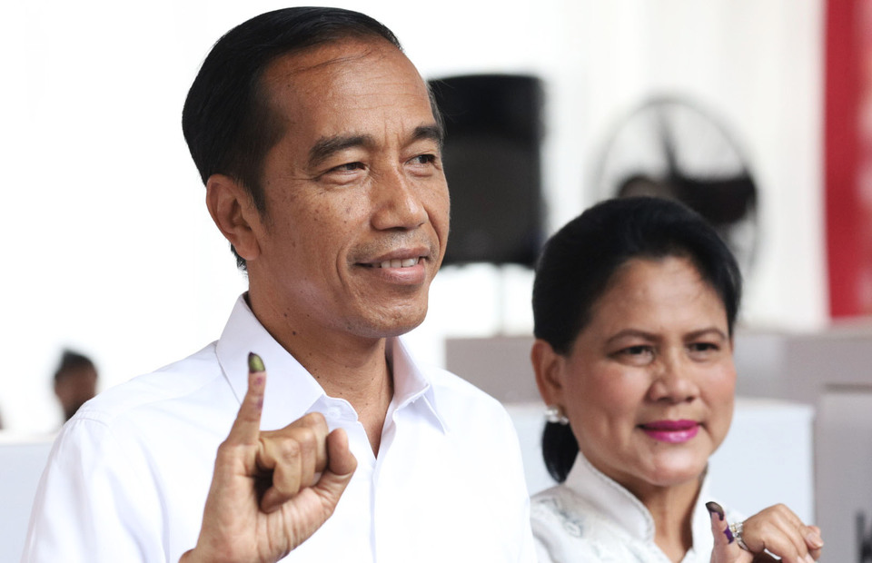 President Joko 'Jokowi' Widodo and first lady Iriana Joko Widodo after voting at the offices of the State Administration Agency in Central Jakarta. (JG Photo/Yudha Baskoro)