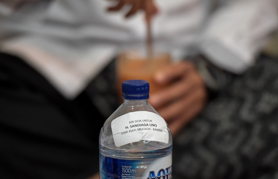 A bottle of blessed mineral water belonging to vice-presidential candidate Sandiaga Uno seen at a polling station in Kebayoran Baru, South Jakarta. (Antara Photo/Galih Pradipta)