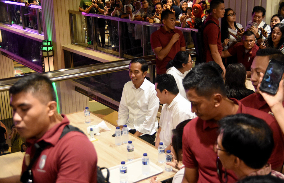 Joko Widodo and Chairman of his National Campaign Team, Erick Thohir having lunch together in Grand Indonesia shopping center, Central Jakarta on Saturday (20/04) (ANTARA FOTO/M Risyal Hidayat)