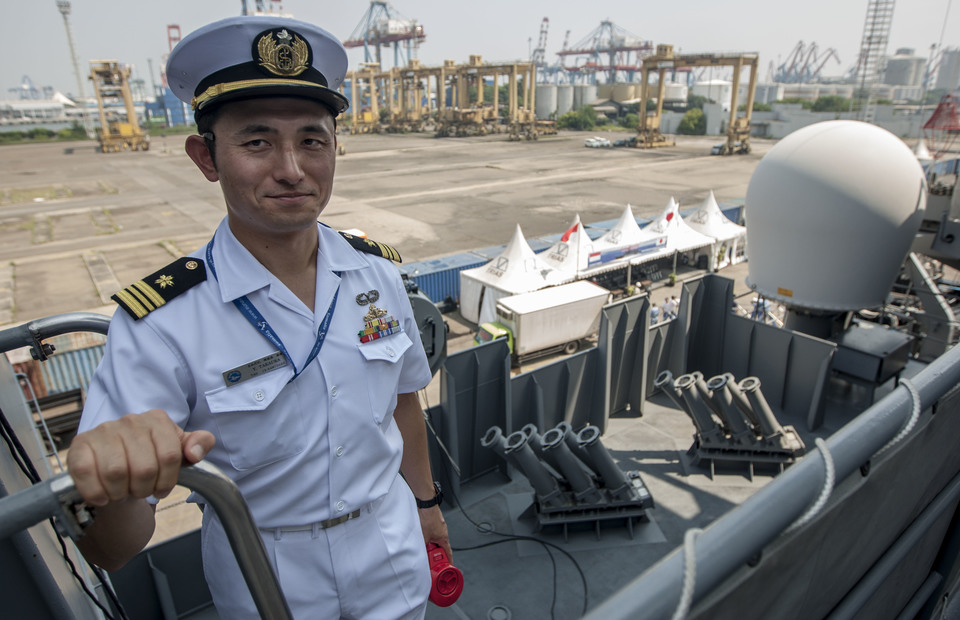 Japanese JS Samidare personnel shows the ship weapons and modern equipments in Tanjung Priok Port, North Jakarta on Wednesday (08/05) (JG Photo/Yudha Baskoro)
