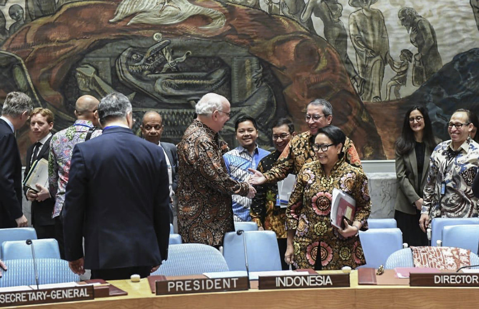 Indonesian Foreign Minister Retno Marsudi chaired the UN Security Council session as President of the UN Security Council for May 2019 in New York on Wednesday (05/05) They wear Batik as a tribute to members of the UN Security Council for Indonesia who held the UN Security Council Presidency for May 2019. (Photo Courtesy Kemlu RI)