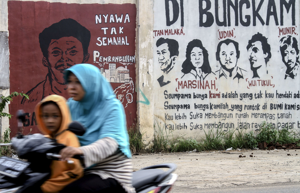 Mural tribute to Marsinah and the other Indonesian human rights activist are seen in Bekasi, West Java on Wednesday (01/05) (Antara Photo / Risky Andrianto)