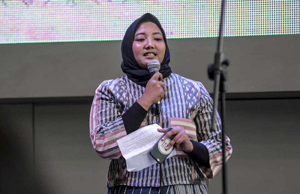 speech from Athaya Salsabila, the Project officer Ethnic on the Go. She won grade three students of MICE program of  Jakarta State Polytechnic task on exhibition on Thursday (16/05)