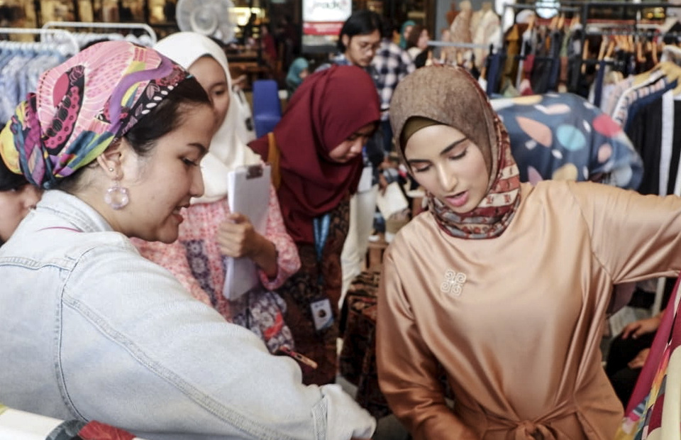 Learn mix and match cloths by an influencer Munira Agile at Ethnic on the Go exhibition in Jakarta on May 17