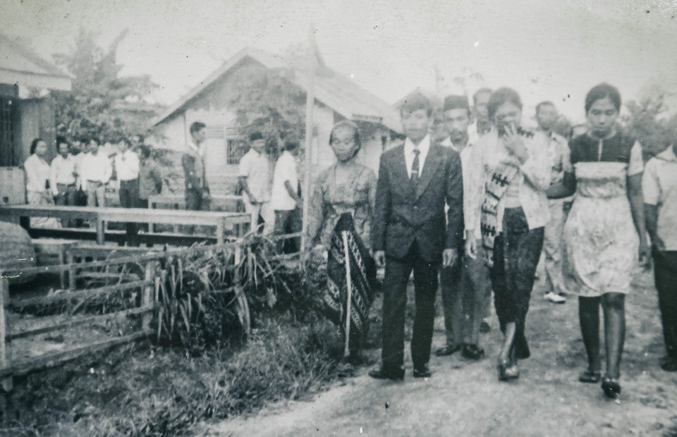 An old picture of Sugito and Sugiharti during their wedding in 1978 at Buru Island, Maluku