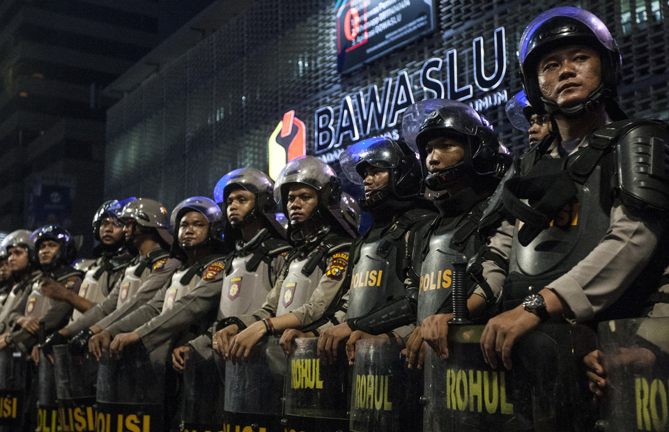 The Indonesian National Police (Polri) stand on guard in front of Elections Supervisory Agency (Bawaslu) headquarters in Jalan Thamrin, Central Jakarta on Tuesday (21/05)  Polri set Siaga 1 or the highest security alert  to securing the city ahead of the May 22 rally. (JG Photo/Yudha Baskoro)