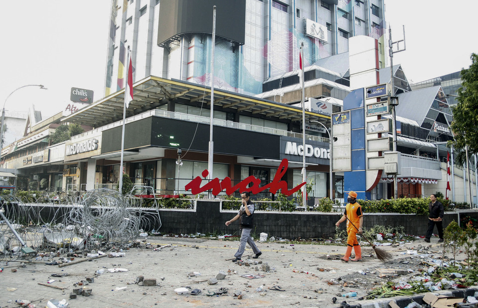 The situation in front of Sarinah mall after the riots in Central Jakarta, on Thursday (05/23/2019) (Antara Photo / Yulius Satria Wijaya)