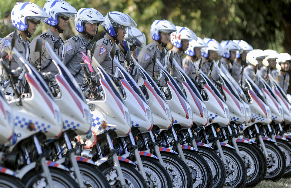 Police officers line up with their bike during Ketupat Operation in Denpasar, Bali on Tuesday (28/05) (Antara Photo/Fikri Yusuf)