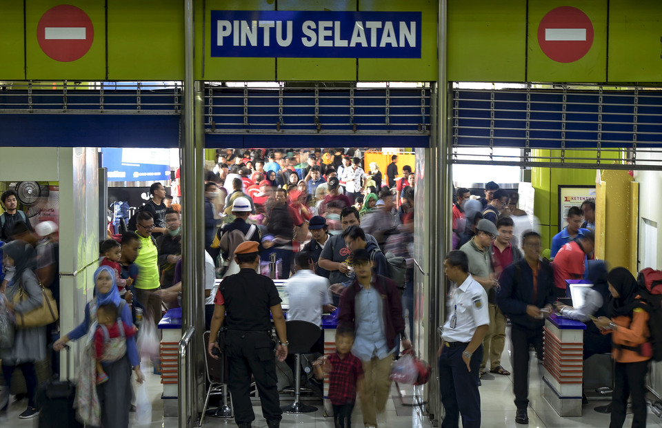 Station Master Rizky Afrida said the Gambir Station come to peak at 20,546 travellers on Saturday.