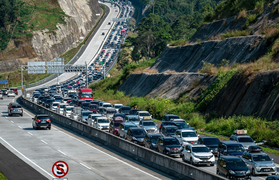 No Trucks Allowed on Trans-Java Toll Road Until Wednesday
