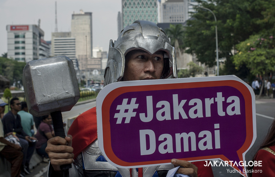 The God of Thunder Thor brings his mjolnir demands the Jakartans to stay peace during the second trial of presidential election dispute (JG Photo/Yudha Baskoro)