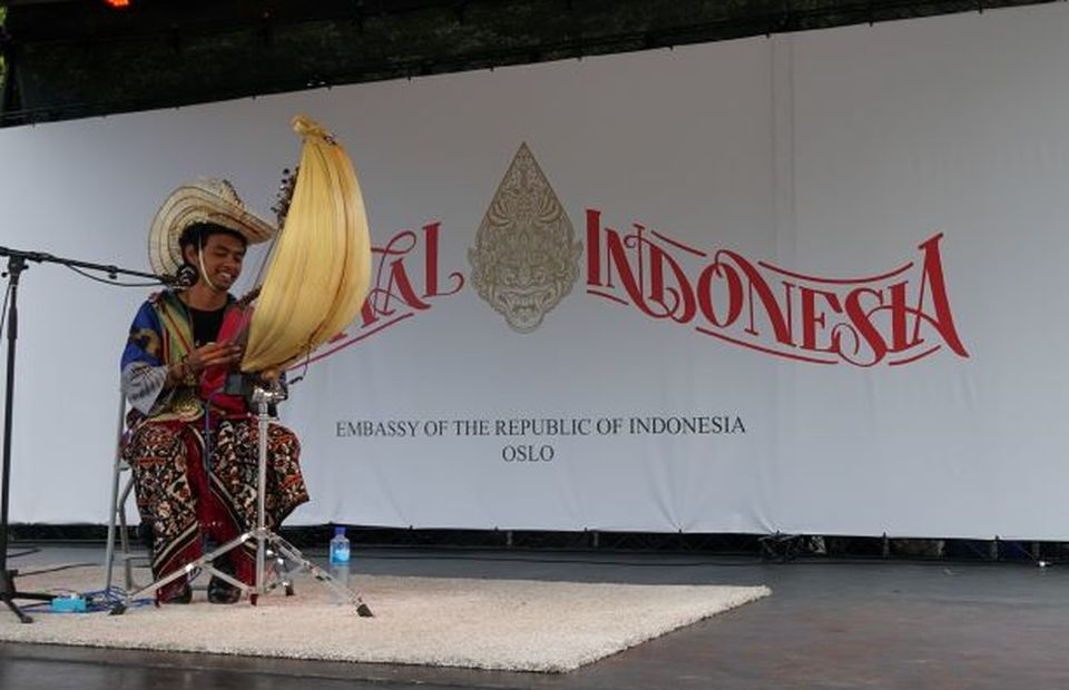 Sasando, a music instrument from East Nusa Tenggara, was played during Indonesian festival in Oslo