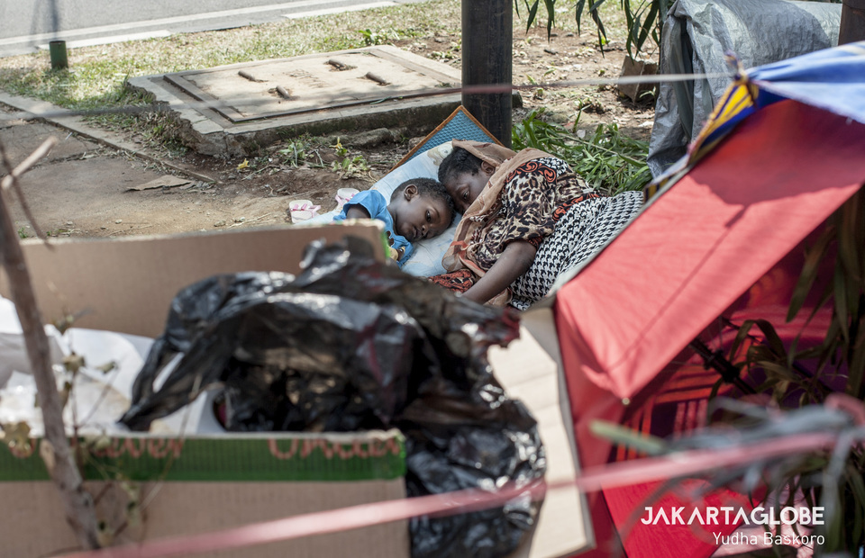 Refugees and asylum seekers are forced to live and sleep rough on the Jakartas sidewalk (JG Photo/Yudha Baskoro)