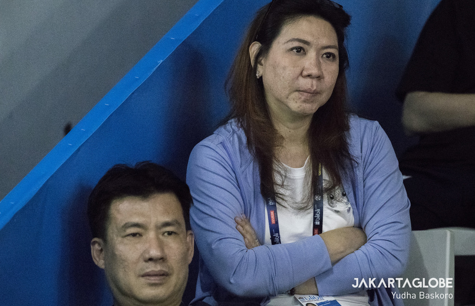 Former Indonesian shuttler Susi Susanti the olympic gold medalist in Barcelona 1992 and her husband Alan Budikusuma watching 2019 Indonesia Open at Istora Senayan Stadium on Tuesday (16/07) (JG Photo/Yudha Baskoro)