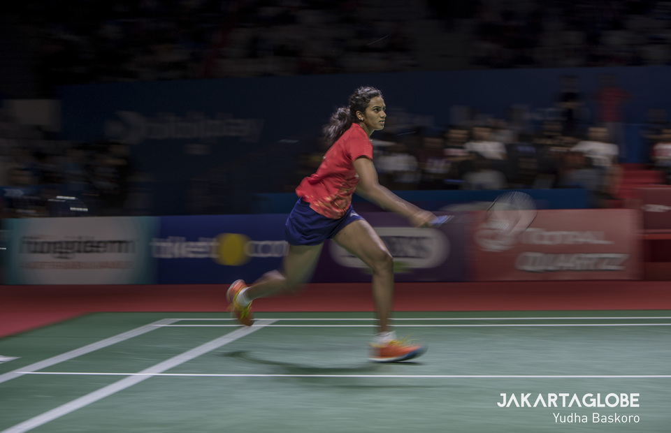 P.V. Sindhu in action during her semifinal match against Chen Yufei on Saturday. (JG Photo/Yudha Baskoro)