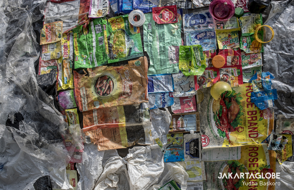 Undegradable plastics are being attached on plastics monsters body (JG Photo/Yudha Baskoro)