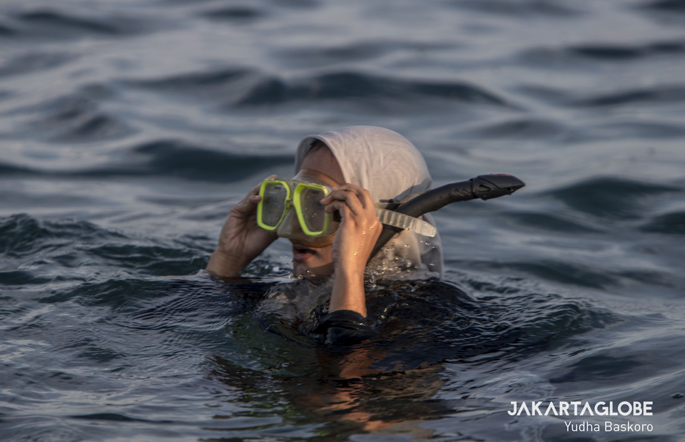 Unlike most students in Jakarta, Salsa can go snorkeling in the Java Sea after class. (JG Photo/Yudha Baskoro)