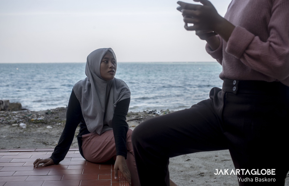Salsa shares her love story with a friend on Air Island on July 26. She often visits a nearby island with her friend during her free time on weekends. (JG Photo/Yudha Baskoro)