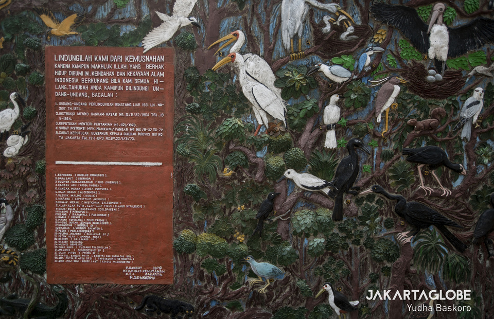 A welcoming monument shows all water birds species that live on Rambut Island (JG Photo/Yudha Baskoro)