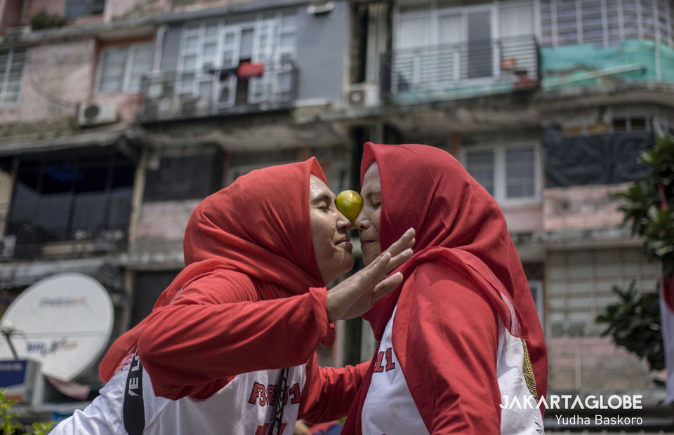 Women take part in an orange-dance competition. (JG Photo/Yudha Baskoro)
