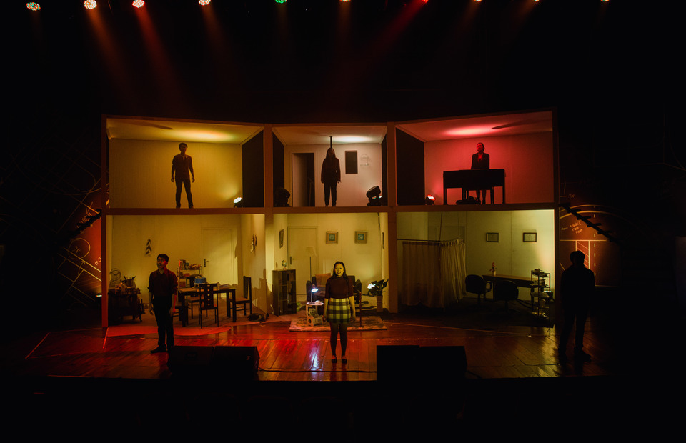 Next to Normal delivered by actors under 18 years old, at Usmar Ismail Hall, Jakarta, on Tuesday. (Photo courtesy of JYPA)