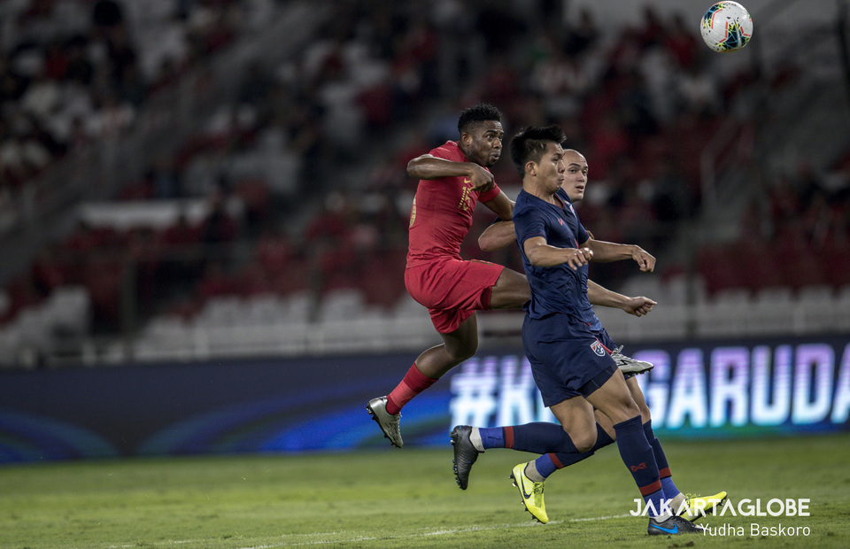 Nigeria-born striker Osas Marvelous Ikpefua tries to score against Thailand after coming on as a substitute for Irfan Bachdim in the 65th minute. (JG Photo/Yudha Baskoro)