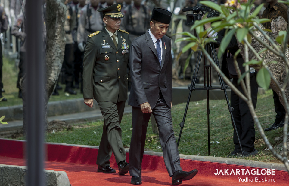 President Joko 'Jokowi' Widodo leads the funeral procession. (JG Photo/Yudha Baskoro)
