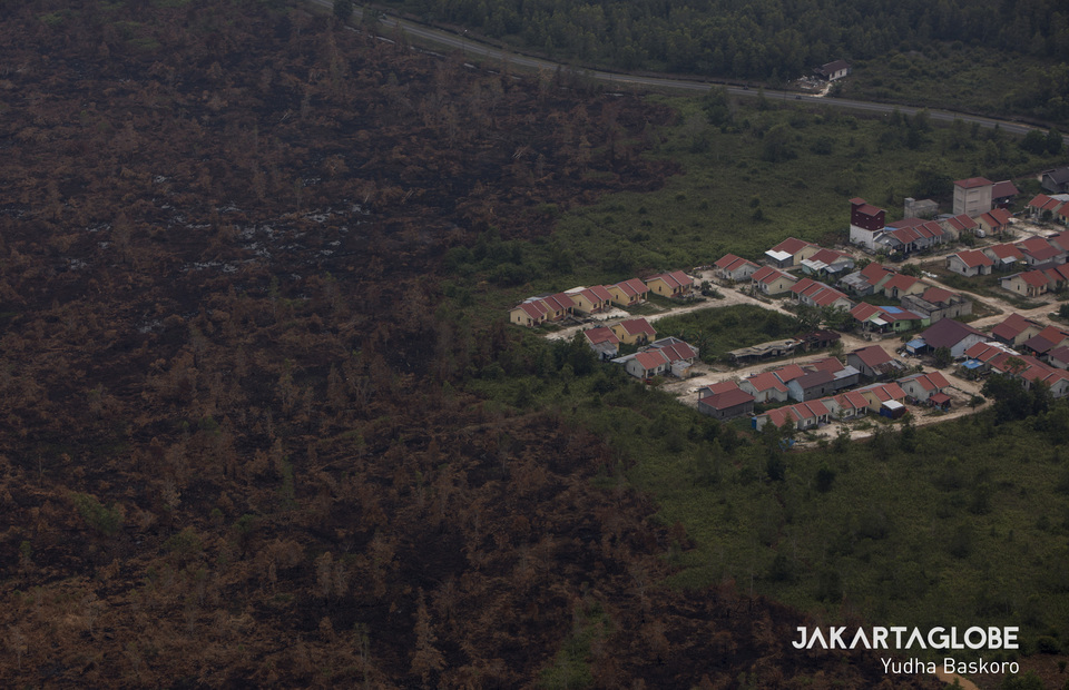 Residential complex near burnt-out forests in Kapuas District, Palangka Raya, Central Kalimantan. (JG Photo/Yudha Baskoro)
