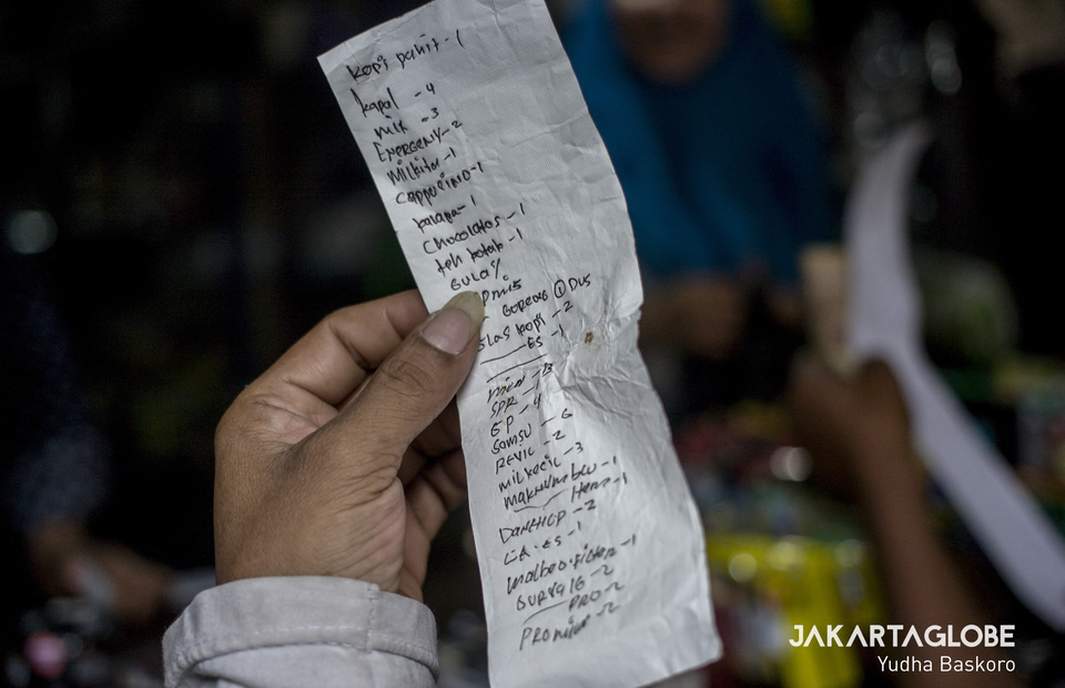List of goods which is prepared by starling in a wholesale stores where the starling count their debts and expenses as well as their daily capital. (JG Photo/Yudha Baskoro)