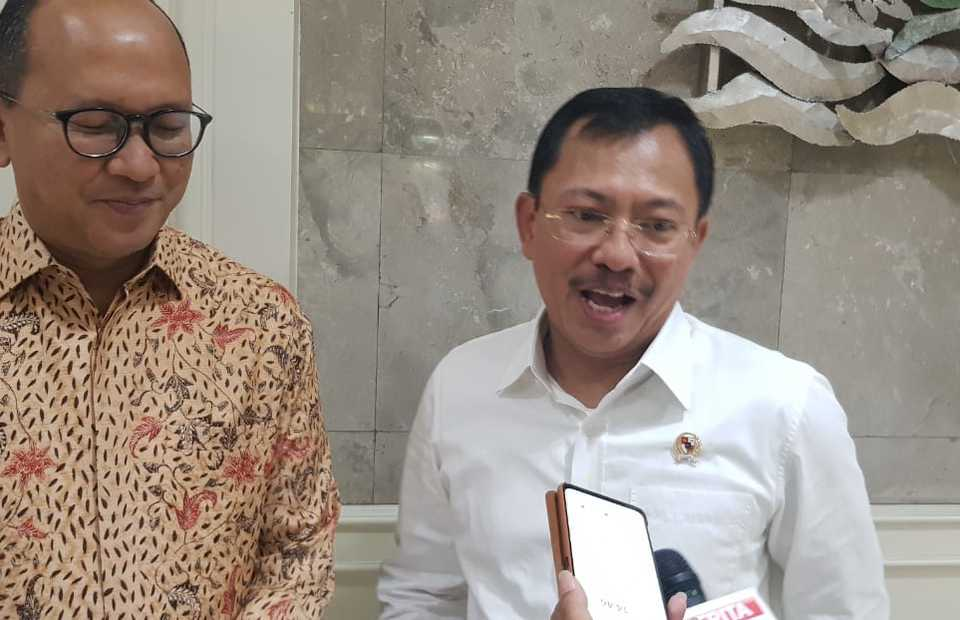 Health Minister Terawan Agus Putranto, right, and Indonesian Chamber of Commerce and Industry Chairman Rosan Roeslani. (B1 Photo/Primus Dorimulu)
