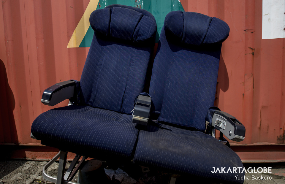The aircraft seats are equipped with multimedia facilities leaning near the container. (JG Photo/Yudha Baskoro)