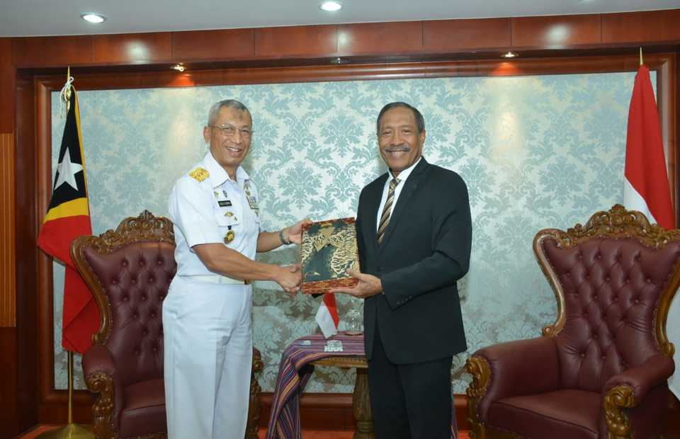 Ship Visit and Defense Exhibition in East Timor