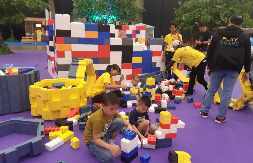 Not only they can have fun, but children can improve their geometry skills by playing blocks at FamGoFest 2019. (JG Photo/Jayanty Nada Shofa)