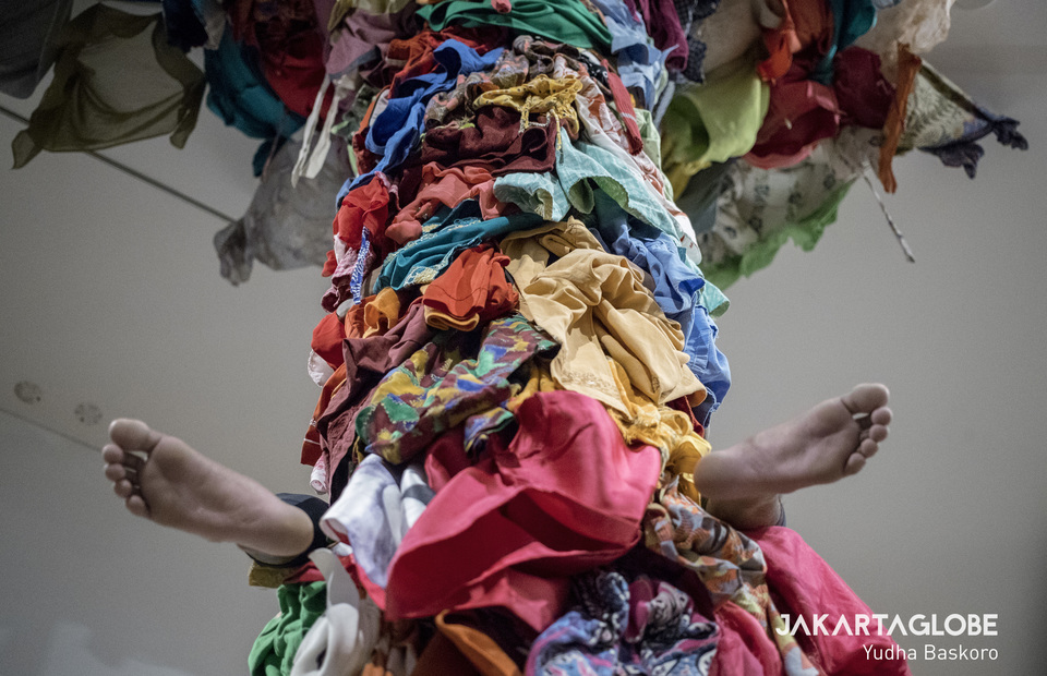 An artist plays Kleidungsaffe, performance art from Melati Suryodarmo means clothes ape in German. (JG Photo/Yudha Baskoro)