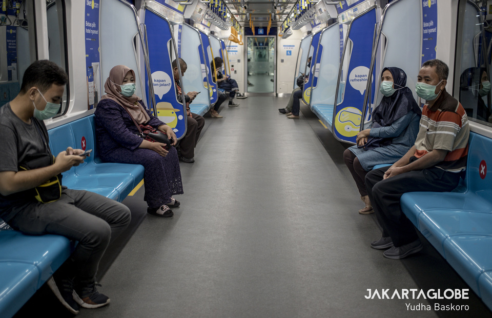 MRT Jakarta during social distancing due to Covid-19 outbreak on Friday (20/03). (JG Photo/Yudha Baskoro)