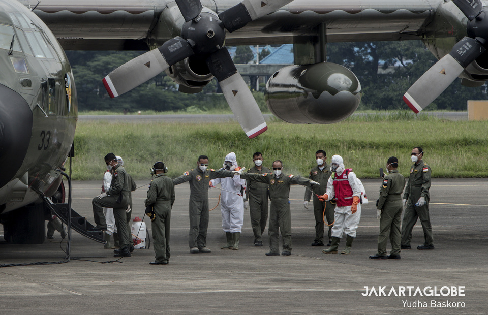 Airforce base health authorities sprays disinfectant to C-130 Hercules aircraft cabin crew. (JG Photo/Yudha Baskoro)