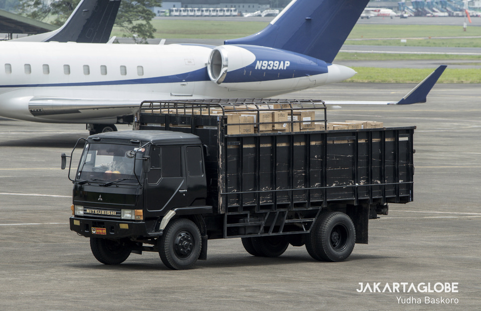 A truck containing medical equipments from China. (JG Photo/Yudha Baskoro)