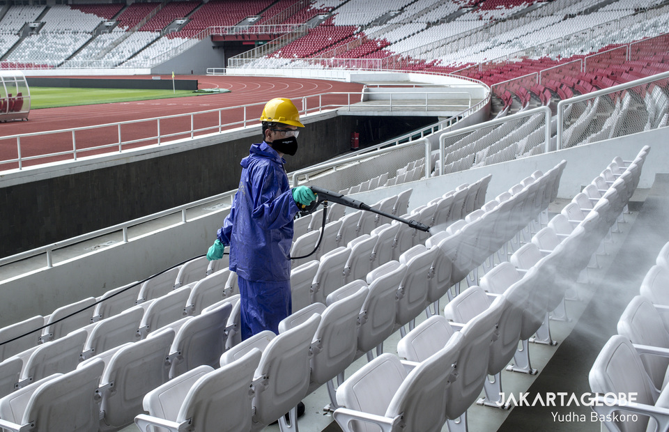 GBK stadium cleaning service sprays audience benches with disinfectant. (JG Photo/Yudha Baskoro)