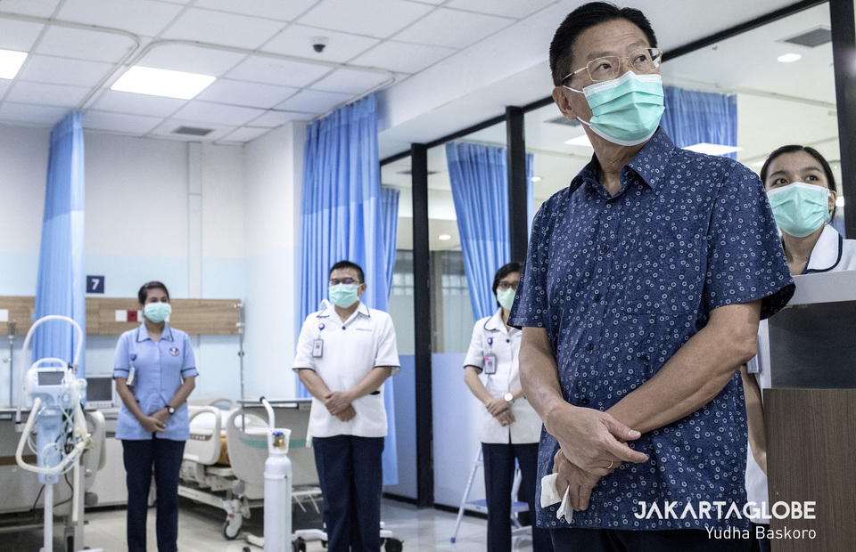 The founder of Siloam Hospital Group, James Riady visited the COVID-19 hospital which was built at the Lippo Plaza Mampang departement store in South Jakarta on Monday (30/03). The Lippo Group CEO also accompanied the head of the DKI Jakarta Provincial Health Agency, dr. Widyastuti MKM, to see every rooms at the COVID-19 hospital such as the ICU and HCU room. The COVID-19 Hospital is a collaboration between Siloam Hospital and the local government, especially the DKI Jakarta Provincial Health Agency, to treat corona virus patients and break the chain of the COVID-19 virus outbreak in Jakarta. (JG Photo / Yudha Baskoro)