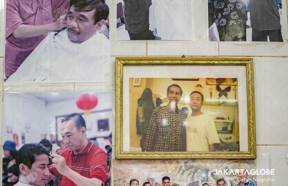 Some photos are seen in the barbershop showing Indonesian politician and public figures who got their haircut in Ko Tang Barbershop. (JG Photo/Catur Nugroho)
