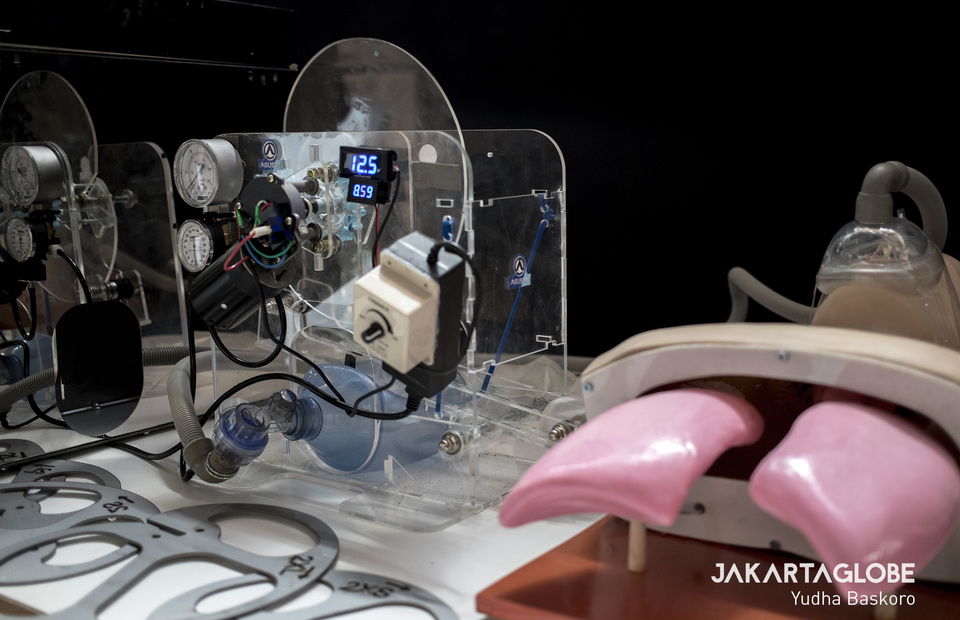 The emergency ventilator is fully operated and can be used for COVID-19 patient. (JG Photo/Yudha Baskoro)