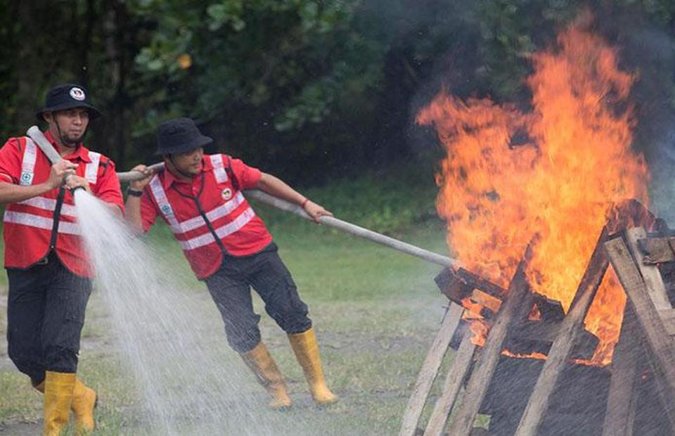 APRIL Group has provided firefighting training for local villagers around their concession areas. (Photo Courtesy of APRIL Group)