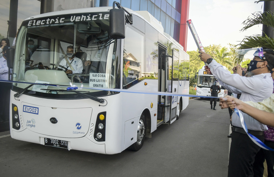 Transjakarta Bakrie Autoparts Trial Electric Buses On Busiest Route