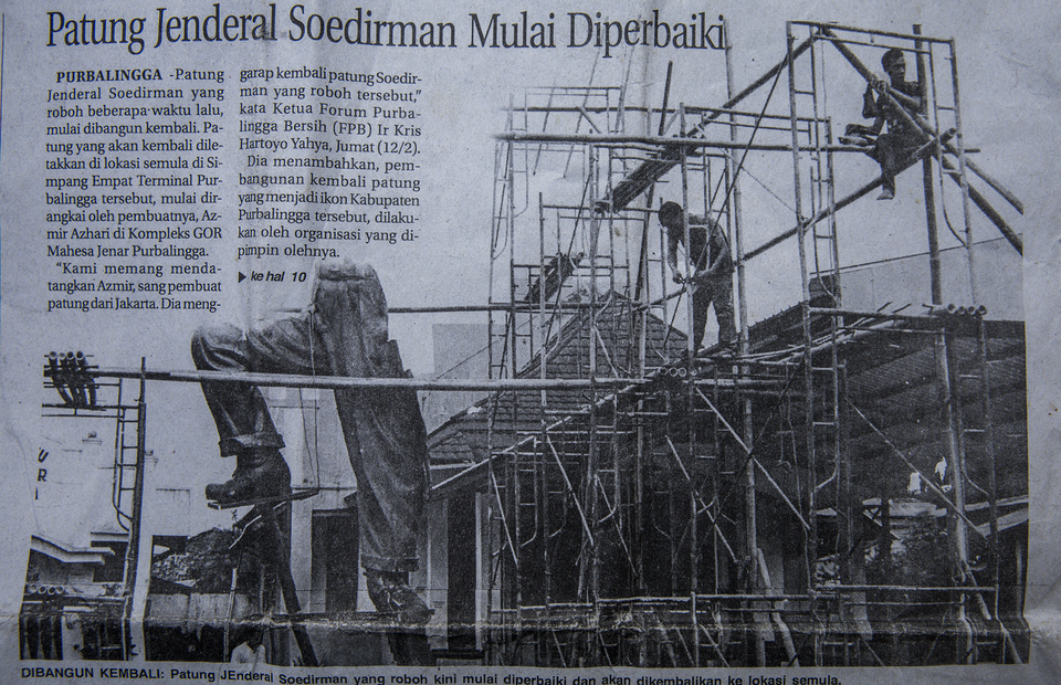 Archive - The restoration of General Sudirman statue in Purbalingga, Central Java. (JG Photo/Yudha Baskoro)