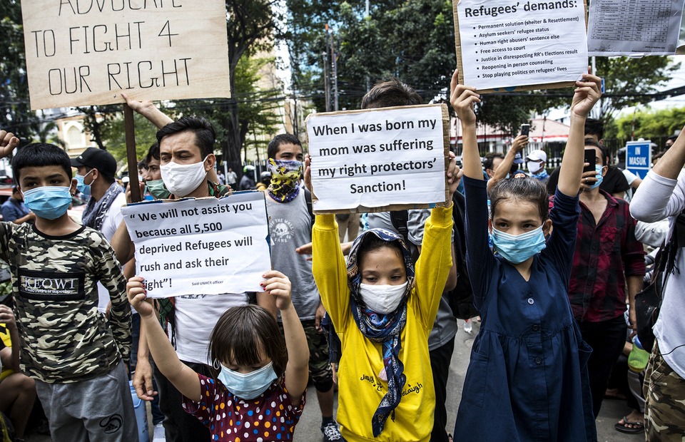 Refugees and asylum seekers carry placard during protest in front of UNHCR office building in Kebon Sirih, Central Jakarta on Monday (13/07). (JG Photo/Yudha Baskoro)